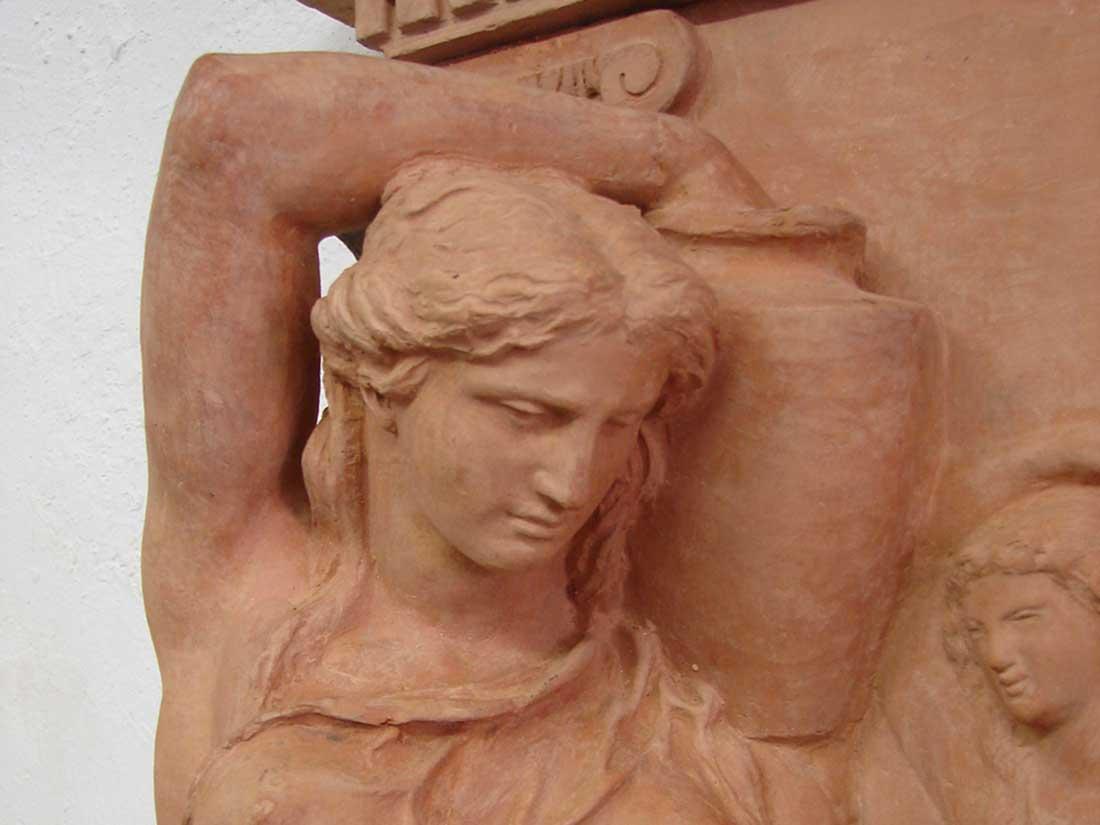 fontaine en terre cuite 19 eme les naïade signé Constantin 1871